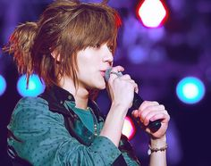 asdfghjkl; I love the hair!! I think almost all Asian guys with longer hair are a 1,000,000 times sexier <3