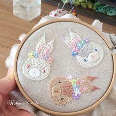 いいね!489件、コメント34件 ― 刺繍作家kohana*madeさん(@kohana.made)のInstagramアカウント: 「花うさぎ完成  花うさぎの刺繍が完成しました! ここからは、仕上げ作業に移ります。  仕上げ作業は地味な作業ですが ブローチにする為には欠かせない作業。…」