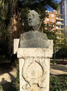 This is a bust of the painter Joaquín Agrasot, done by Francisco Maroc y Díaz. It is located in Jardin de la Glorieta. Joaquín Agrasot was a Spanish painter who is famous for his realism and costumbrista style paintings.