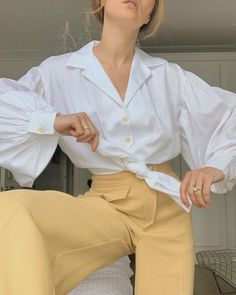 Image shared by ♡🅻🅰🅳🅴🅴_ORCHARD♥︎. Find images and videos about fashion, white and inspiration on We Heart It - the app to get lost in what you love. London Stil, Revere Collar, On Repeat, Spring Has Sprung, Retro, London Fashion, We Heart It, Fashion Looks, Colours