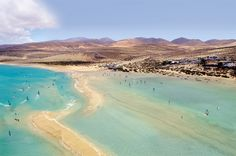 Visit the Canary Islands and find this incredible windsurfing lagoon on Fuerteventura <3