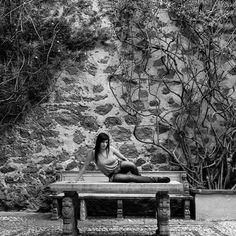 Beauty at the San Gabriel gardens  #hacienda #travel #guanajuato #mexico  #colonial #woman #female #blackandwhite #mirrorless by joelsalazarm