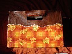 Revistero, bolsa de papel forrada y engruesada con vendas de yeso y decorada con servilleta estampada y pintura acrílica