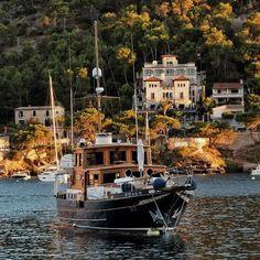Villa Italia in Port Andratx #andratx #mallorca #mittelmeer #sailing #villaitalia #segeln #ig_europe #instagood #beach #feelgoodphoto #streetphotography #mediterraneo #life #port #puerto #sunset #ig_today #ig_europe #ig_worldclub #best_streetview www.porip.de