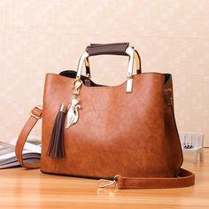 393f4ebb2 30 melhores imagens de BOLSAS   Leather totes, Bags e Couture bags