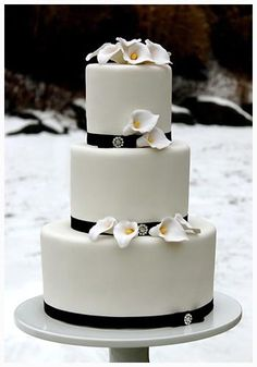 nice The Design of Calla Lily Wedding Cake for Memorable Moment