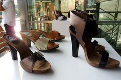 Wooden Sandals, Clogs, Peeps, Peep Toe, Barbie, Wedges, Fashion, Clog Sandals, Moda