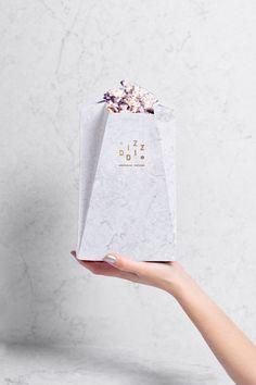 Spanish design studio TATABI created this gorgeous brand identity and packaging set for Diz-Diz a gourmet brand of premium microwave popcorn. More packaging via Behance Popcorn Packaging, Paper Packaging, Food Packaging, Brand Packaging, Flower Packaging, Pretty Packaging, Cosmetic Packaging, Product Packaging, Packaging Ideas