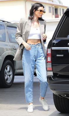 kendall jenner latest looks 2018 Kendall Jenner Outfits Casual, Kendall Jenner Mode, Kendall Jenner Fashion, Celebrity Summer Style, Celebrity Outfits, Summer Outfits Women, Casual Summer Outfits, Lazy Outfits, School Outfits