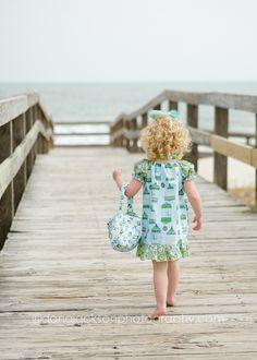 Peasant dress free pattern - looks so cute! I think the matching handbag is free, too. :)