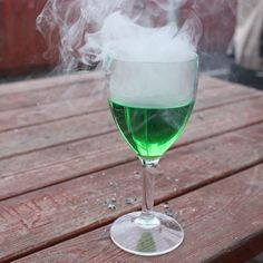Cool what you can do with a e-cig, green ink and water isn't it :-P What You Can Do, White Wine, Alcoholic Drinks, Canning, Photo And Video, Cool Stuff, Glass, Water, Green