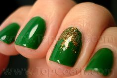 Patrick's Day is right around the corner, try these green nails out! Cute Nails, Pretty Nails, Fancy Nails, Gorgeous Nails, Packer Nails, Hair And Nails, My Nails, St Patricks Day Nails, Green Nails