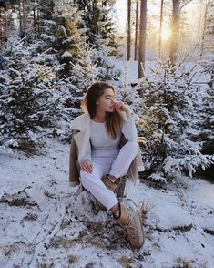 Best Ideas for photography girl winter pictures Winter Senior Pictures, Winter Photos, Winter Pictures, Senior Pics, Snow Photography, Photography Poses, Abstract Photography, Mode Au Ski, Look Fashion