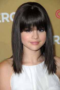 Hairstyles bangs Prom Hairstyles Bangs Men - these prom hairstyles for round faces truly are beautiful Prom Hairstyles Bangs Men - these prom hairstyles for round faces truly are beautiful Hairstyles Bangs, Round Face Hairstyles Long, Long Fringe Hairstyles, Bangs For Round Face, Fringe Haircut, Haircuts For Long Hair, Easy Hairstyles, Straight Hairstyles, Small Forehead Hairstyles