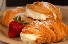 How to make Sfogliatelle, Italian ricotta filled pastries. european baking , lovely dessert pastry for dinner with friends Italian Pastries, Sweet Pastries, Italian Desserts, Köstliche Desserts, Italian Recipes, Delicious Desserts, Dessert Recipes, Yummy Food, Italian Bakery
