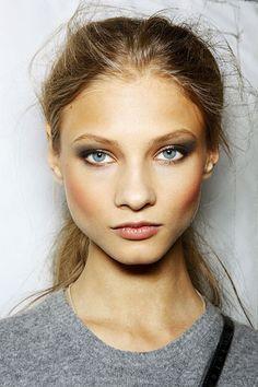 Anna Selezneva: winter make up for grey eyes and pale skin Pretty Makeup, Love Makeup, Makeup Looks, Perfect Makeup, Anna Selezneva, Smoky Eyes, Runway Makeup, Braut Make-up, Face Hair