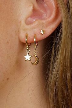 Trending Ear Piercing ideas for women. Ear Piercing Ideas and Piercing Unique Ear. Ear piercings can make you look totally different from the rest. Small Gold Hoop Earrings, Bar Stud Earrings, Opal Earrings, Simple Earrings, Cute Earrings, Beautiful Earrings, Earings Gold, Pearl Necklace, Dainty Necklace