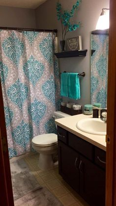 Home Decor Apartment bathroom corner with a slender shower stall. This small shower was fitted into a bathroom corner Decor Apartment bathroom corner with a slender shower stall. This small shower was fitted into a bathroom corner Gray Bathroom Decor, Grey Bathrooms, Bath Decor, Bathroom Theme Ideas, Turquoise Bathroom Decor, Master Bathroom, Design Bathroom, Bathroom Lighting, Small Bathroom Colors