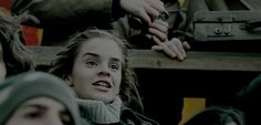 This is why Hermione is consistently Harry's best friend. There is never a moment that she lets him down. Ron fails him on multiple occasions, and vice versa. But Harry and Hermione are steadfast. Harry Potter Gif, Theme Harry Potter, Harry Potter World, Hermione Granger, Draco Malfoy, Harry And Hermione, Ron Weasley, Fans D'harry Potter, Potter Facts