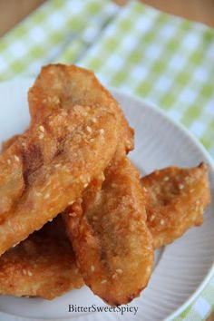 Besides the regular eggs & bread, my family had banana fritters, or more commonly known as pisang goreng , for breakfast yesterday. Thai Fried Banana Recipe, Fried Banana Recipes, Thai Banana, Banana Dessert Recipes, Baked Banana, Donut Recipes, Cooking Recipes, Thai Recipes, Fish Recipes