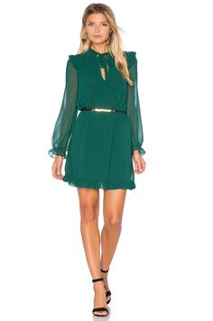 How to wear green on St Patrick's Day for some good luck and good looks? Check these fashionable green outfits you should wear this St Patrick's day here!