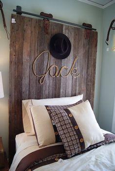 Cowboy room: barn door headboard w/rope name Cowboy Room, Diy Zimmer, Western Decor, Western Theme, Cowboy Theme, Cowboy Chic, Cowboy Gear, Cowboy Western, Deco Design