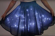 Qu'est-ce qui brille dans le noir à l'aide de 250 LED ? Cette jupe-galaxie lumineuse, pardi !