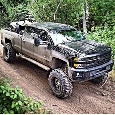 Brand new Chevy with a lift kit... Awesome blacked out Chevy Silverado Lifted Chevy Trucks, Gm Trucks, Diesel Trucks, Cool Trucks, Pickup Trucks, Mudding Trucks, Jeep 4x4, Jeep Truck, Chevrolet Silverado