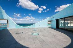North Bondi Surf Life Saving Club / Durbach Block Jaggers in association with Peter Colquhoun. Public Architecture, Australian Architecture, Architecture Awards, Architecture Design, Famous Beaches, Beach Wedding Reception, Vogue Living, City Beach, Decks