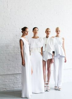 Woman All White Outfits outfits trends Minimal Fashion, White Fashion, Look Fashion, Fashion Design, Minimal Outfit, Fashion Models, Fashion Shoes, Girl Fashion, Fashion Outfits