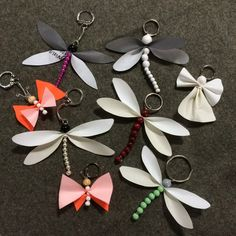 Make your own small reflective characters // Video Diy And Crafts, Crafts For Kids, Pearl Earrings, Drop Earrings, Leather Projects, Wire Work, Alsace, Kombucha, Flower Making
