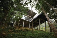 The Deck House: traditional model with modern materials.