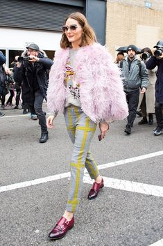Making her way to the Ralph Lauren show, Olivia wore a sweater and trousers by the brand. She topped the lo...