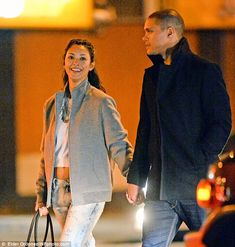 Smitten Daily Show host Trevor Noah, was seen strolling near their Manhattan penthouse with new girlfriend Jordyn Taylor, whose fiancé was killed in a freak car accident in California. Trevor Noah Girlfriend, New Girlfriend, Jordyn Taylor, Famous Couples, Comedians, Girlfriends, Entertaining, Portrait, Couple Photos