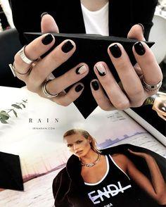 """417 Me gusta, 2 comentarios - Irina Rain (@irina_rain) en Instagram: """"Утопать в блаженстве. Сливаться в экстазе. Как чёрный с белым шоколадом. Растворятся и твердеть от…"""""""