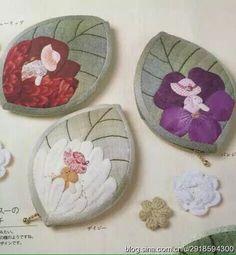 은근 예쁜 나뭇잎 퀼트 동전지갑 패턴입니다. 아플리케와 잎맥은 자수로~ 작아서 금방하실 수 있어요~^^위... Japanese Patchwork, Patchwork Bags, Quilted Bag, Patch Quilt, Applique Quilts, Sewing Crafts, Sewing Projects, Place Mats Quilted, Baby Banners