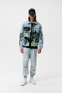 ΜΠΟΥΦΑΝ ΝΤΕΝΙΜ ΓΚΡΑΦΙΤΙ - Μπλε ανοιχτό | ZARA Greece / Ελλαδα Rain Jacket, Bomber Jacket, Zara United States, Welt Pocket, Graffiti, Graphic Prints, Collars, Windbreaker, Menswear