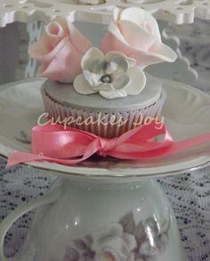 cupcake com flores de açúcar