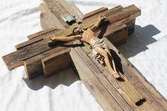 Crucifijo magnífico Jesús Corpus en cruz de pared rústico Country Crafts, Wall Crosses, Jesus On The Cross, Engagement Gifts, Worship, Farmhouse Decor, Color Schemes, Spiritual, Crafting
