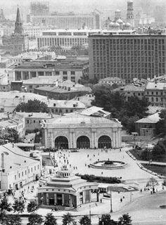 Фото 1967 г. Арбатская площадь. Ещё без посохинского сарая