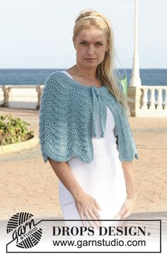 Lagoon Ripples / DROPS Extra 0-536 - Knitted DROPS shoulder wrap with wavy pattern in Silke-Alpaca. Size S - XXXL.