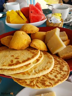 What Costa Rican food is like and our favorite 20 mouthwatering Costa Rican dishes. Also includes our favorite local restaurants Costa Rican Food, Costa Rica Travel, Tamales, Fish Dishes, Food And Drink, Diet, Foods, Snacks, Meals