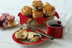 Scones med tørket frukt Dried Cranberries, Dried Fruit, Best Butter, Clotted Cream, Scones, Raisin, Sweet Treats, Food And Drink, Lunch
