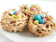 marshmallows + vanilla + chow mein noodles + jelly beans = sweet bird's nests :)