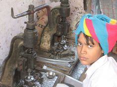 Esterilizados a cambio de un teléfono móvil: así extermina la India a sus pobres