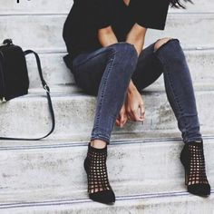 like the socks and shoes, great casual formal outfit Black Tees, Mode Style, Style Me, Edgy Style, Look Skater, Jeans Trend, Estilo Jeans, Vetement Fashion, Passion For Fashion