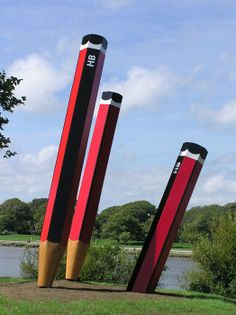 Giant HB pencil sculpture ... now for the pencil sharpener!