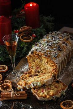 Esta receta es de lo más tradicional y clásica. El bizcocho de frutas confitadas y ron que hacían nuestras abuelas con un delicioso glaseado de naranja, simplemente perfecto para acompañar el café … Crazy Cakes, Cupcakes, Cupcake Cakes, Plum Cake, Pan Dulce, Almond Cakes, Kombucha, Sweet Bread, Christmas Baking