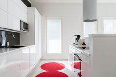 Valkoinen keittiö voi olla myös värikäs! Minkälaisesta kodista sinä unelmoit?