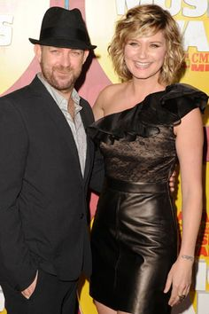 It's Sugarland's Jennifer Nettles Tattoo! Country Bands, Country Couples, Country Music Artists, Country Singers, Sound Of Music, Music Is Life, Jennifer Nettles, Music Theater, Music Promotion